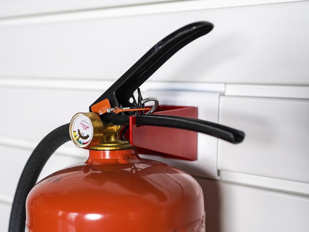 Кронштейн для огнетушителя