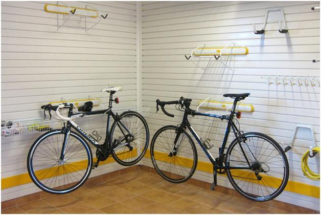 Идея обустройства гаража для хранения велотехники от ГаражТек
