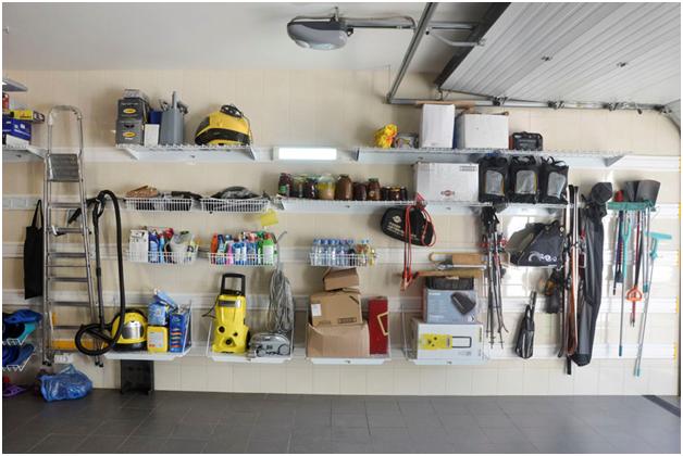 Готовое решение обустройства гаража навесными полками и щитом для инструментов от ГаражТек