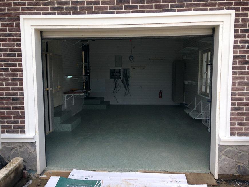 Обустройство гаража при коттедже в сотрудничестве с дизайнером