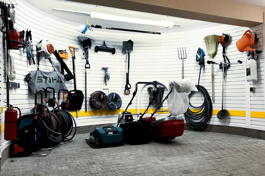 Обустройство гаража с полукруглой нишей