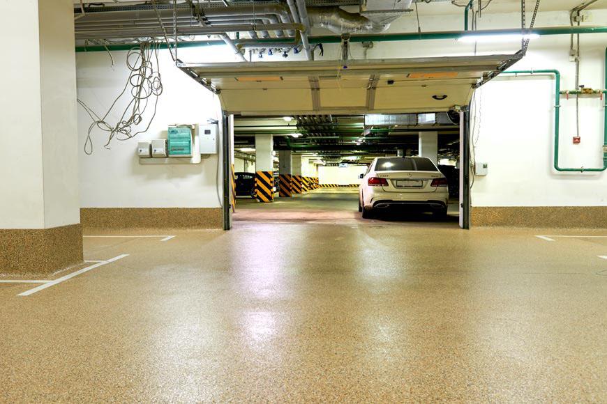 Укладка полимерного пола на семейном паркинге на шесть парковочных мест